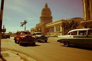 Klassieke auto's voor el Capitolio in Havana