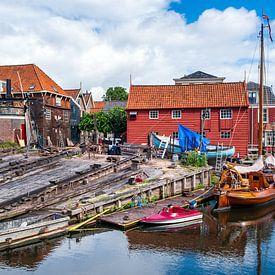 De botterwerf in de oude haven van Bunschoten-Spakenburg van Evert Jan Luchies