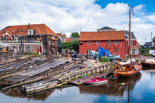 De botterwerf in de oude haven van Bunschoten-Spakenburg