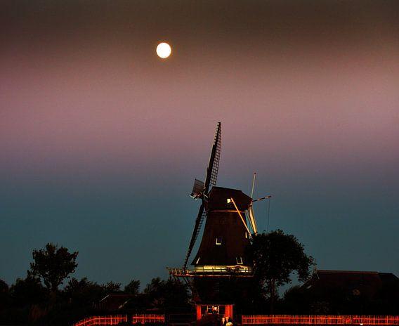 De molen en de maan/The windmill and the moon van Harrie Muis