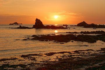 Zonsondergang bij Cobo Bay van Gisela Scheffbuch