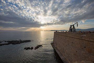 Zonsondergang in Alghero op Sardinië van Joost Adriaanse
