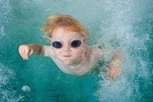 Jongen onderwater
