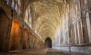 Kloostergang in de kathedraal van Gloucester, Groot-Brittannië van Rietje Bulthuis