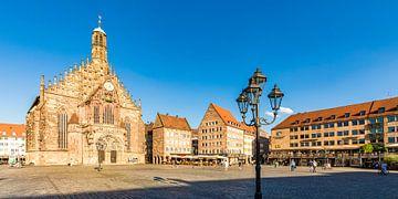 Église Notre-Dame sur la place du marché principal de Nuremberg