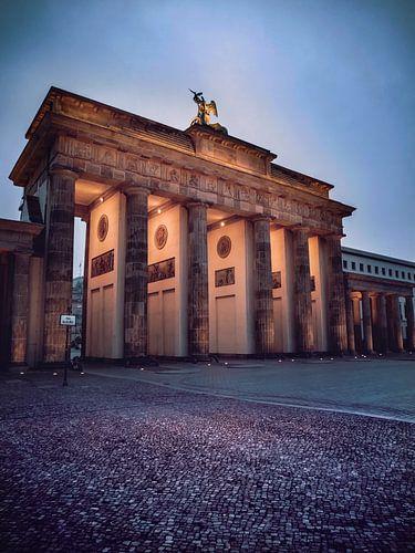 Blue Brandenburger Gate van Iman Azizi