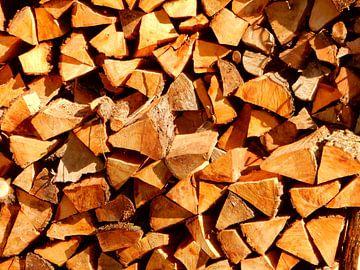 stapel houtblokken van Joke te Grotenhuis