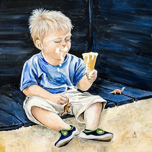 Jongetje eet een lekker softijsje van