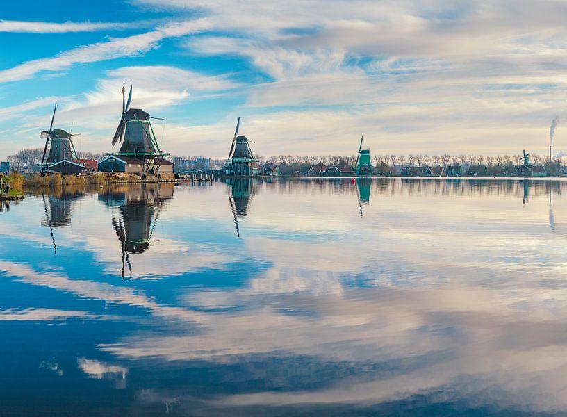 Molens aan de rivier De Zaan, Zaandam, Noord-Holland, Nederland van Rene van der Meer