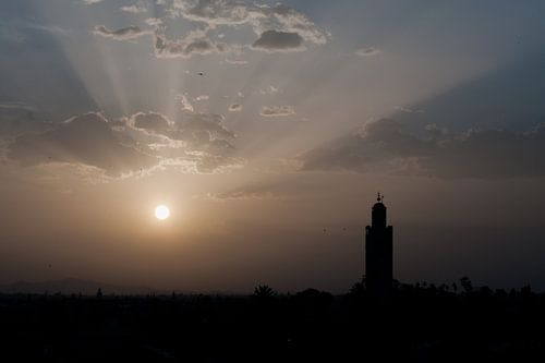 Zonsopgang over Marrakech van Bob de Bruin