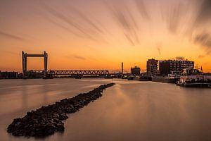 Zwijndrechtse Brug tussen Dordrecht en Zwijndrecht bij zonsondergang