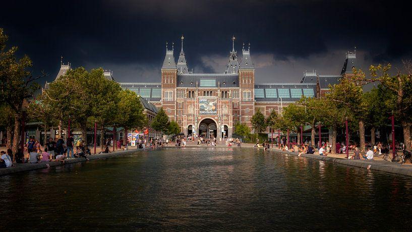 Onweer boven de stad van Jan van der Knaap