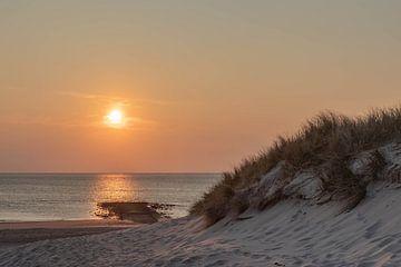 Sonnenuntergang am Strand von Frans Bruijn