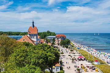 Vue de la ville de Kühlungsborn avec la plage et la mer Baltique sur Rico Ködder