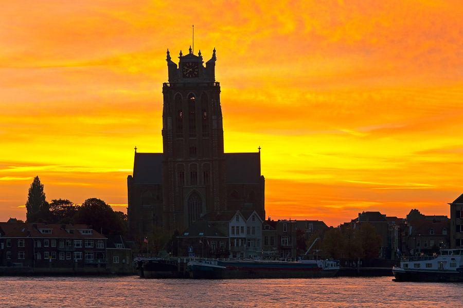 Zonsopkomst Grote Kerk te Dordrecht van Anton de Zeeuw