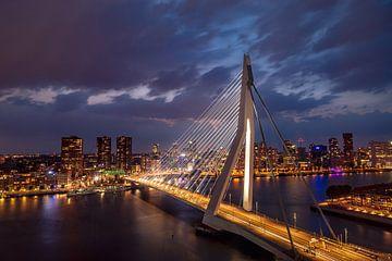 Erasmus Bridge by night van