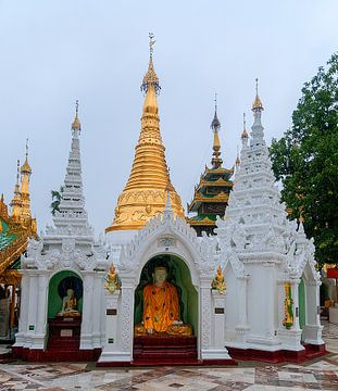 Yangon: Shwedagon pagode van Maarten Verhees