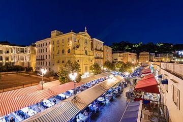Restaurants at Cours Saleya in Nice at night van Werner Dieterich