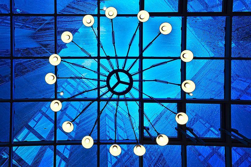 Vooruitzicht: Lichte regen, blauwe lucht van Mike Bing