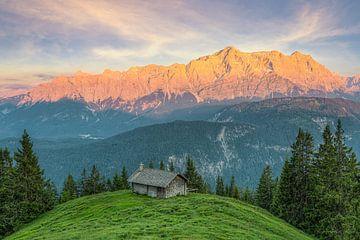 Alpenglühen am Wettersteingebirge von Michael Valjak