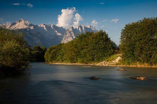 Loisach mit Zugspitze von