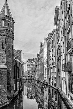 Kijkje vanuit de Spooksteeg Amsterdam van