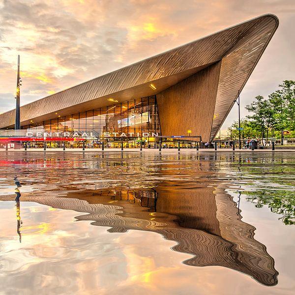 Réflexion de l'eau Gare Central Rotterdam sur Frans Blok