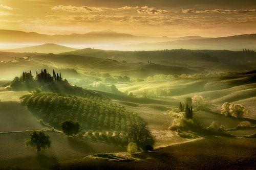 Zonsopkomst in Toscane. van