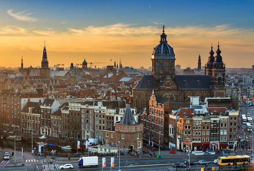 Zonsondergang Amsterdam van Dennis van de Water