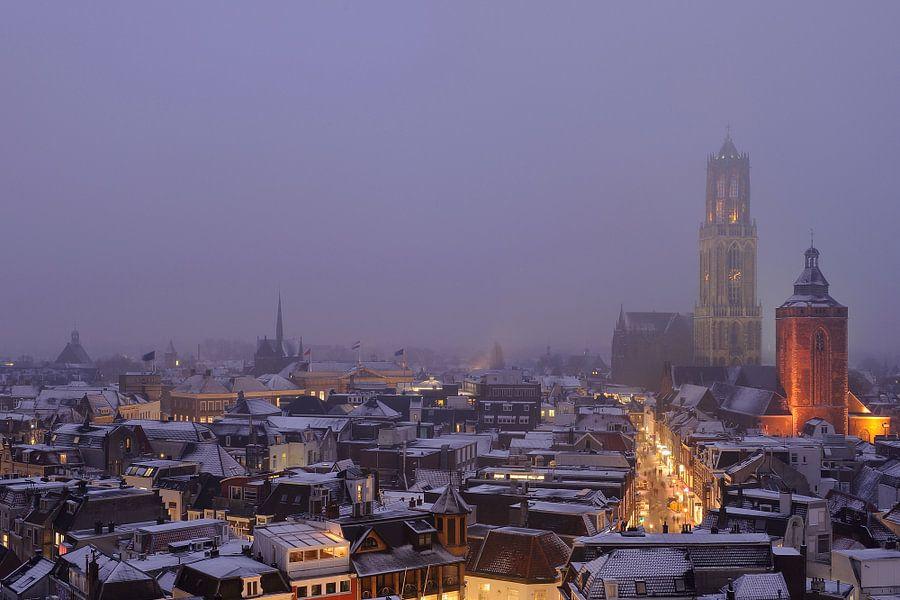 De binnenstad van Utrecht tijdens een mistige Valentijnsavond