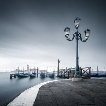 Gondeln am Ufer des Markusplatzes