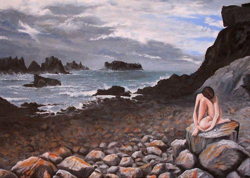 Rockmusic - vrouw op rots bij zee van