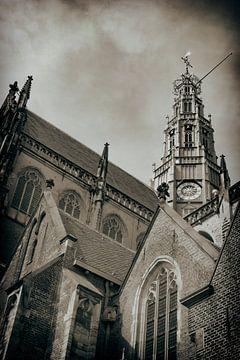 De vieringtoren van de Sint Bavokerk in Haarlem van Jan van der Knaap