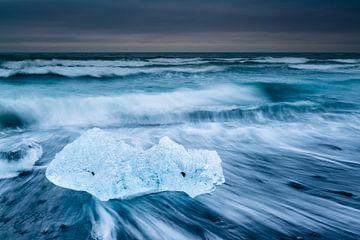 Ijs op het zwarte strand van Denis Feiner