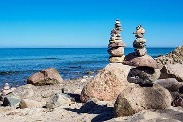 Stones on the Baltic Sea coast sur