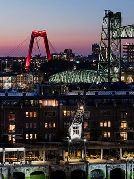 Stadtbrücken von Rotterdam am Abend von Edwin Muller