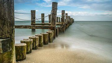 Landungsbrücken im Meer von Tobias Luxberg