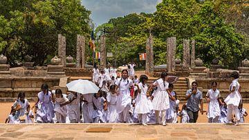 Schoolkinderen bezoeken tempel. von