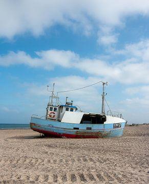 Vissersboot op het Strand van Manon Zandt