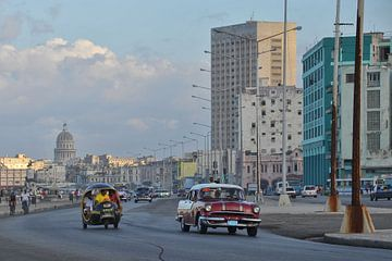 Oldtimers op de boulevard van Havana,Cuba. von Tilly Meijer