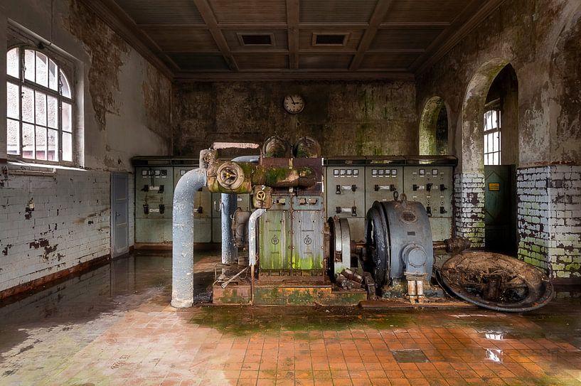 Verlaten Fabriek in Verval. van Roman Robroek