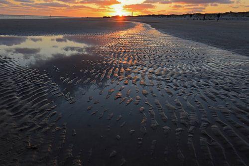 Zonsondergang boven de Noordzee van Antwan Janssen