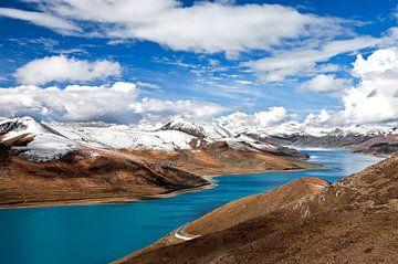 Yamdrik meer in Tibet van
