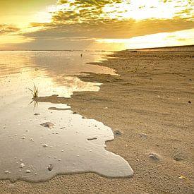 Opkomend tij aan de Zeeuwse kust van Arie Storm