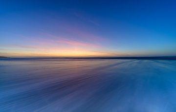 Zonsondergang aan de kust in een abstracte opname van Michel Knikker