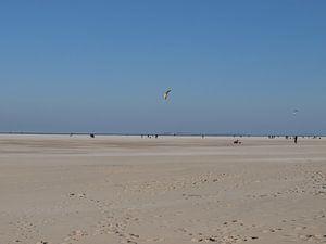 vliegeren op het strand von Esther Oosterveld