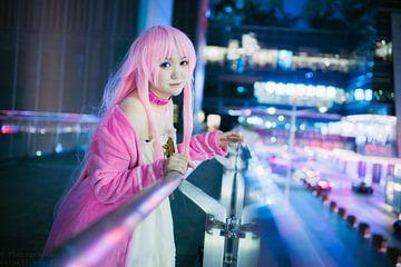 Japans meisje cosplay in het roze met roze lippen