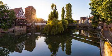 Sebalder oude stad in Neurenberg bij zonsopgang van Werner Dieterich