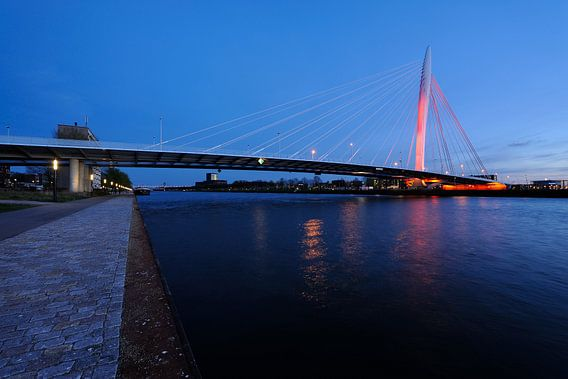 De Prins Clausbrug in Utrecht oranje aangelicht (2) van Donker Utrecht