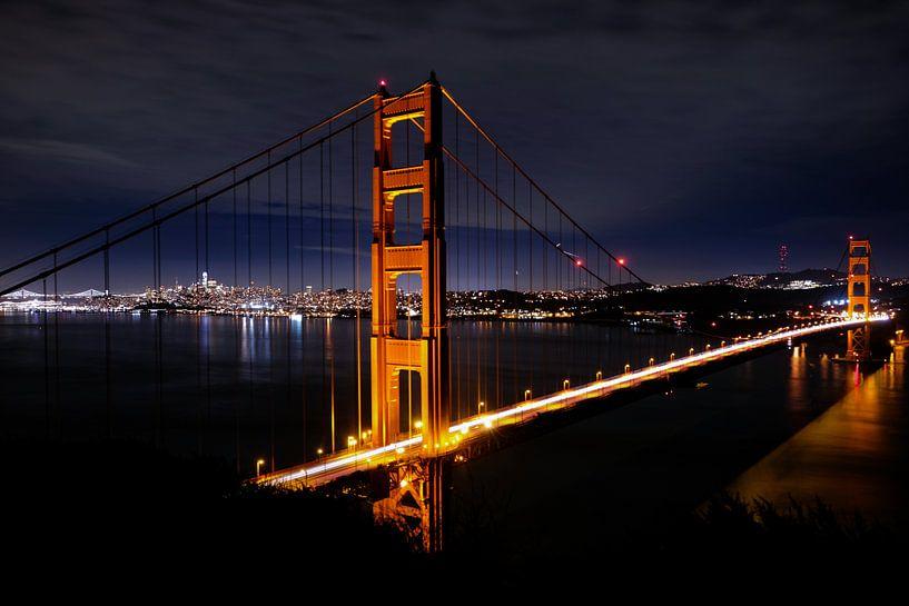 Golden Gate Bridge by night, United States von Colin Bax